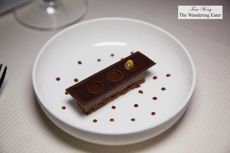 "Variation of chocolate maracudia ""Three Ways"""