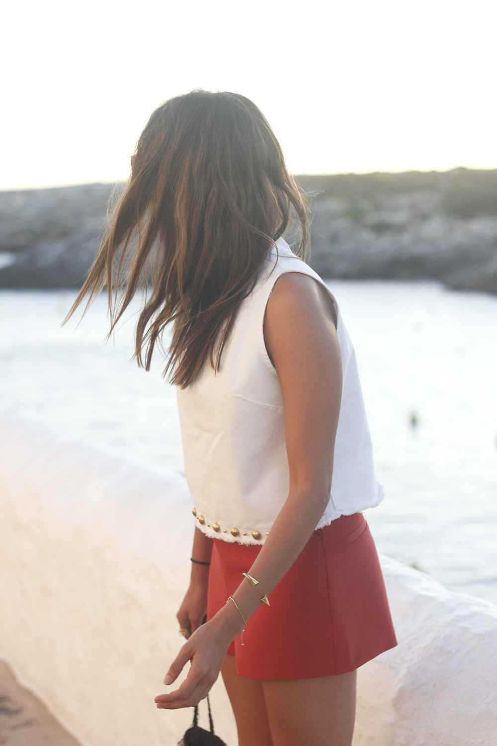 white top with shorts summer outfit flat sandals binibeca menorca03