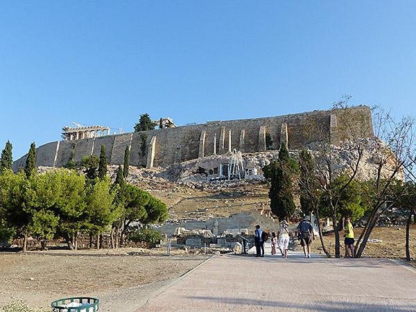 tout en bas de l'Acropole