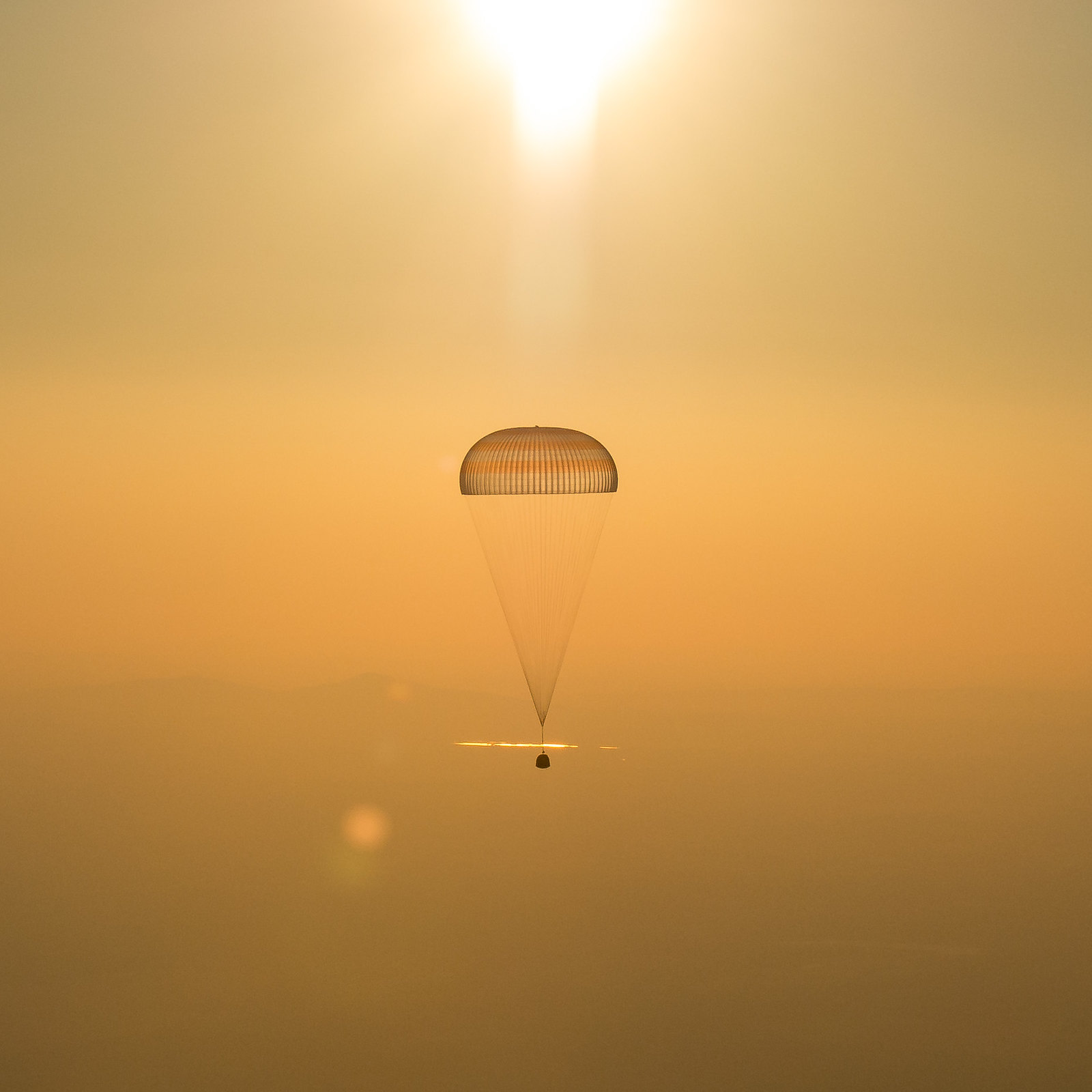 Expedition 48 Soyuz TMA-20M Landing (NHQ201609070014)