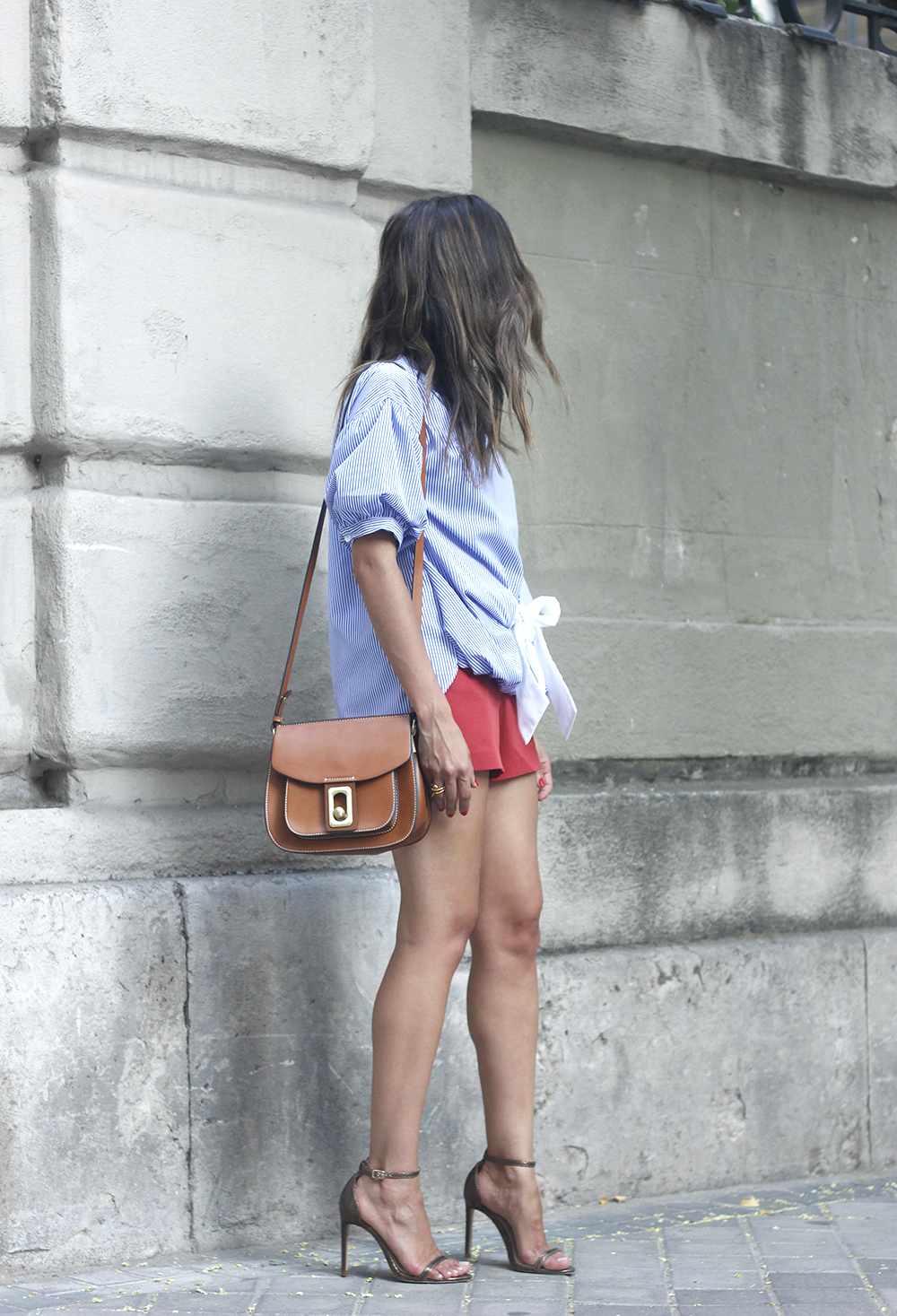 striped blouse bow shorts sunnies summer outfit heels accessories brown bag01