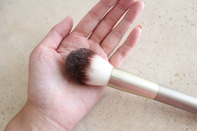 ILIA powder brush
