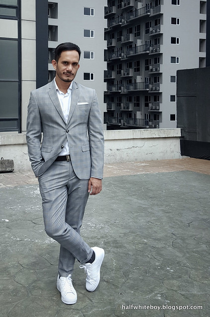 halfwhiteboy gray suit and white sneakers 05
