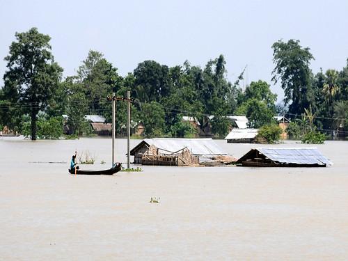 बाढ़ को हमने मारक बना दिया है