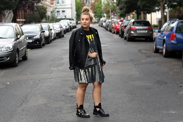 outfit-look-style-modeblog-fashionblog-pailettenkleid-über-shirt-zara-top-balenciaga-boots28