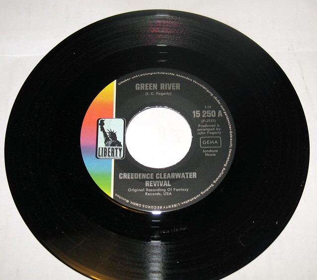 """CREEDENCE CLEARWATER REVIVAL Green River / Commotion 7"""" Single"""