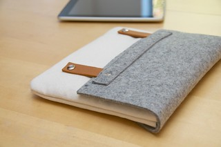 iPad case, Wool felt  & Canvas with a leather strap | by iumimimi