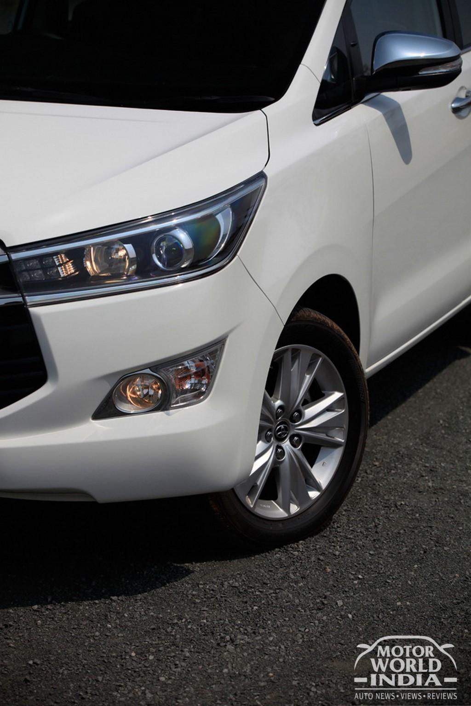 Toyota-Innova-Crysta-Headlight (2)