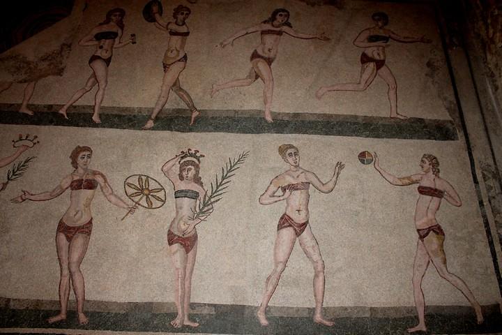 Mosaicos romanos en bikini