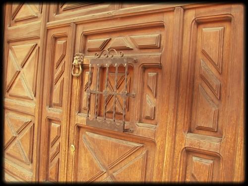 Puertas de casas de antigua guatemala conservan detalles for Puertas blindadas antigua casa gutierrez