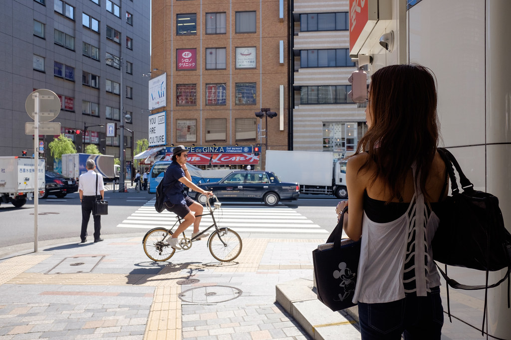 女の人と自転車 2016/09/01 X7001924