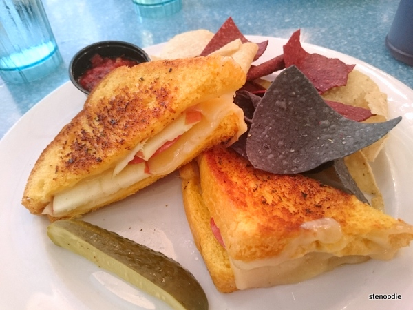 Grilled Havarti Cheese & Apple Slices 'Franwich'