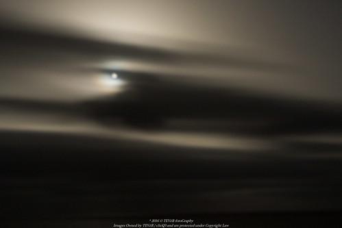 La Luna jugando a esconderse