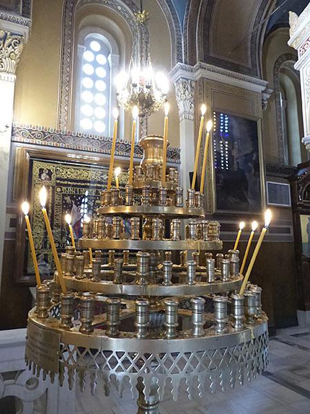 bougies à la cathédrale d'Athènes