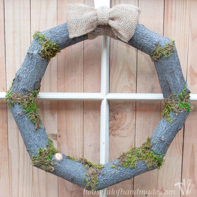 Woodsy-Fall-Log-Wreath_650