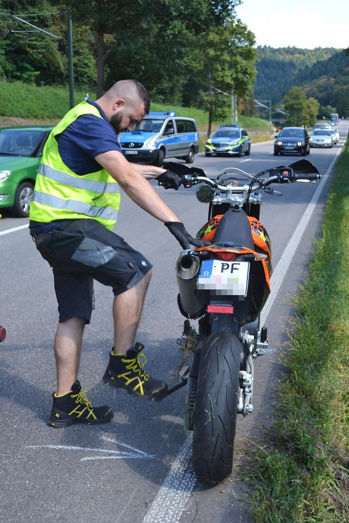 B294 zw. Neuenbürg u. Birkenfeld - Unfall mit Motorrad - 01.09.2016