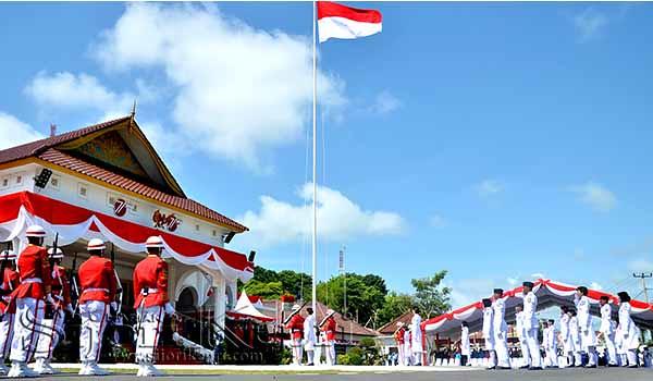 Pengibaran Bendera Merah Putih Pada HUT Kemerdekaan RI ke 71 di Gedung Daerah.