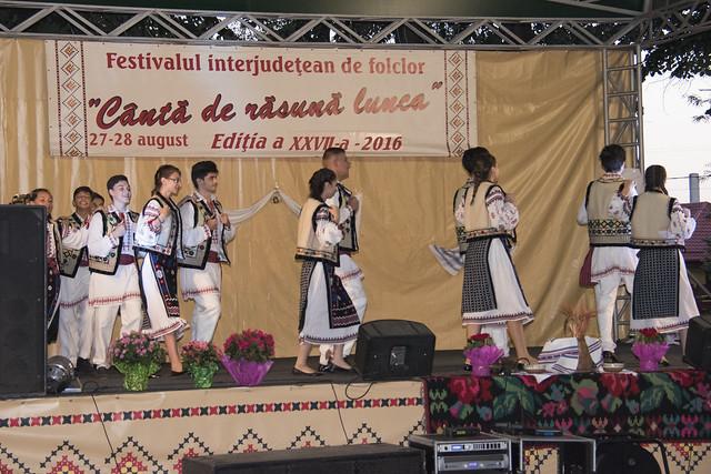 """GRUPUL FOLCLORIC """"ALTIȚA"""" al Casei de Cultură Tecuci - La Festivalul Folcloric """"Canta de Rasuna Lunca"""" - Tecuci - ziua 1 - 27 august 2016"""