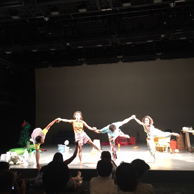 振付家ダニ・リマによる舞台『Little collection of everything』こちらは0歳の赤ちゃんから一緒に鑑賞することができます。