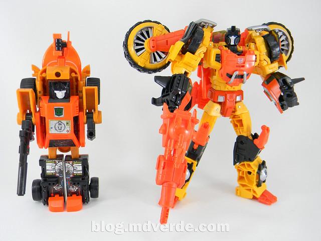 Transformers Sandstorm Voyager - Transformers Generations Takara - modo robot vs G1