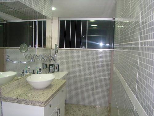 Janela Banheiro Suite : Banheiro da ? su?te com janela grande airon morgana