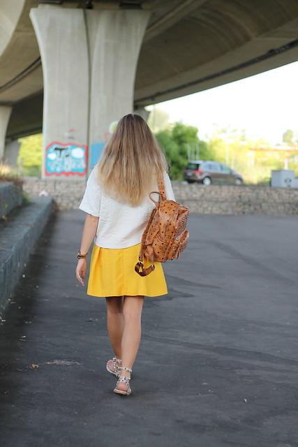 yellow-skirt-whole-look-details-wmbg
