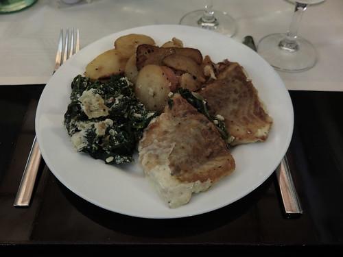 Nordseefischfilets mit Spinat, Gorgonzolasauce und Bratkartoffeln (als Hauptgericht vom Buffet im Restaurant Mäder´s in Flensburg)
