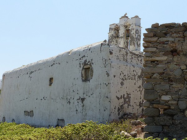 vieille église en bas de grotta