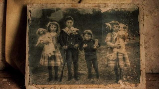 Tim-Burton-to-Adapt-Miss-Peregrines-Home-for-Peculiar-Children-650x365