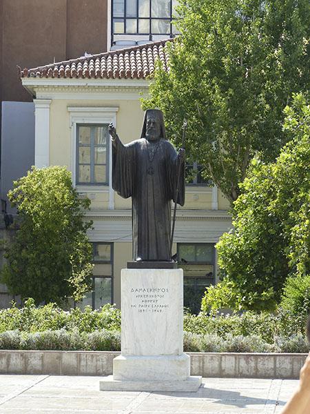 le pope de la cathédrale d'athènes