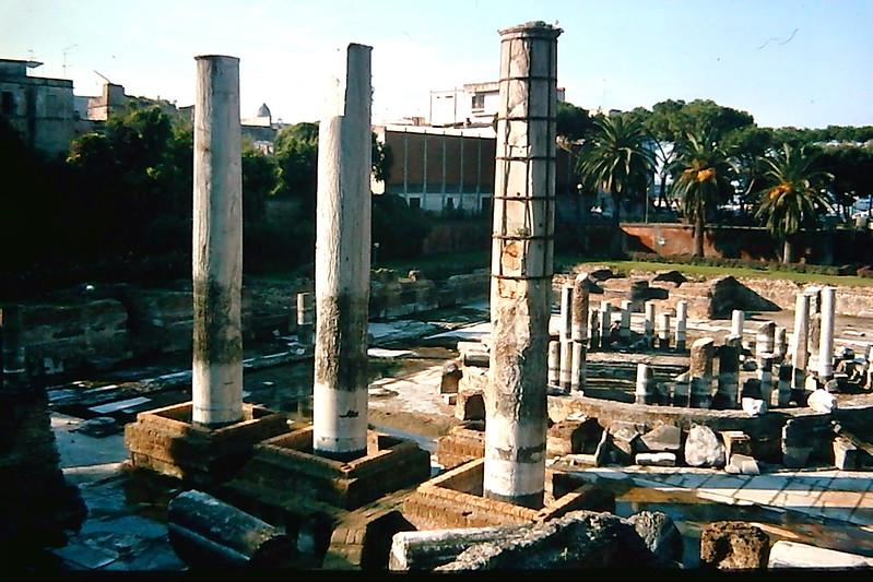 Macellum, Säulen