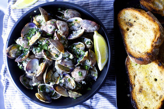 garlic wine and butter clams