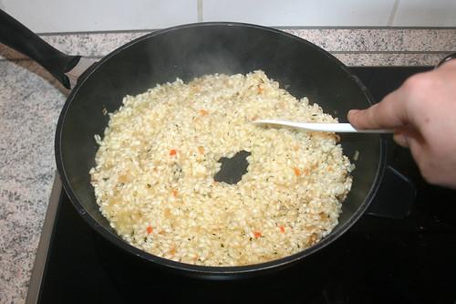 35 - Brühe unterrühren & einkochen lassen / Stir in vegetable stock