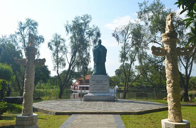 confucius statue singapore chinese garden