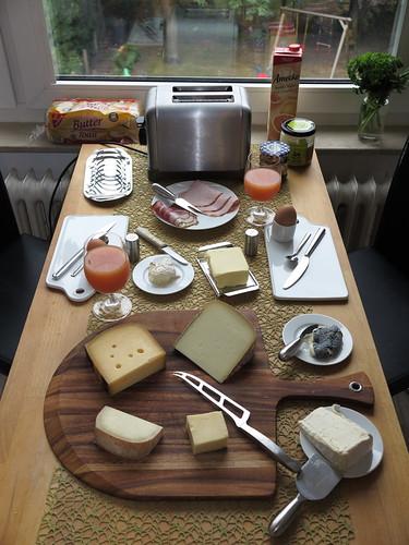 Ausführliches Frühstück zum Auftakt des langen Wochenendes