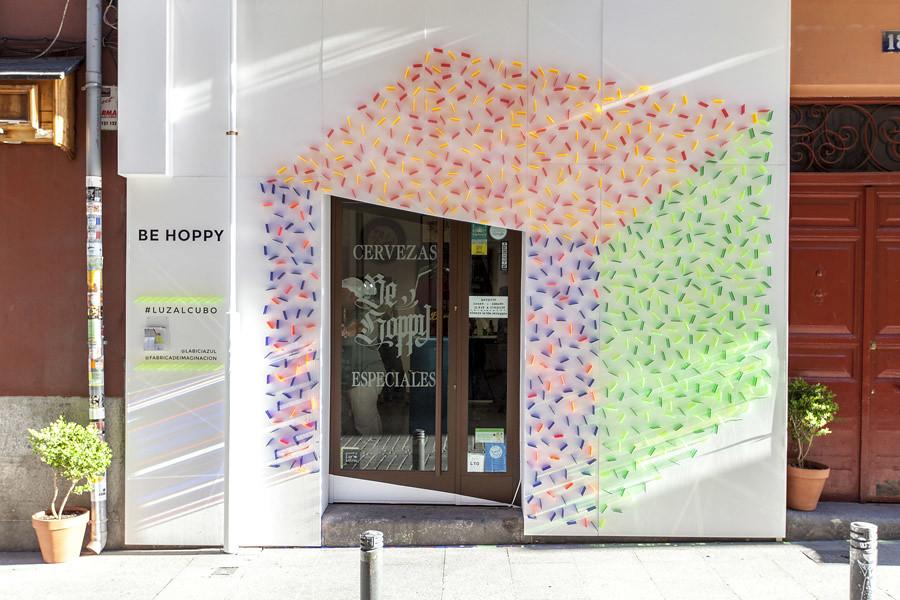 Luzalcubo. Instalación de metacrilato Decoracción 2016 de Fábrica de Imaginación y La bici azul