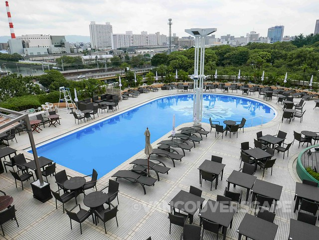The New Otani Osaka outdoor pool and restaurant