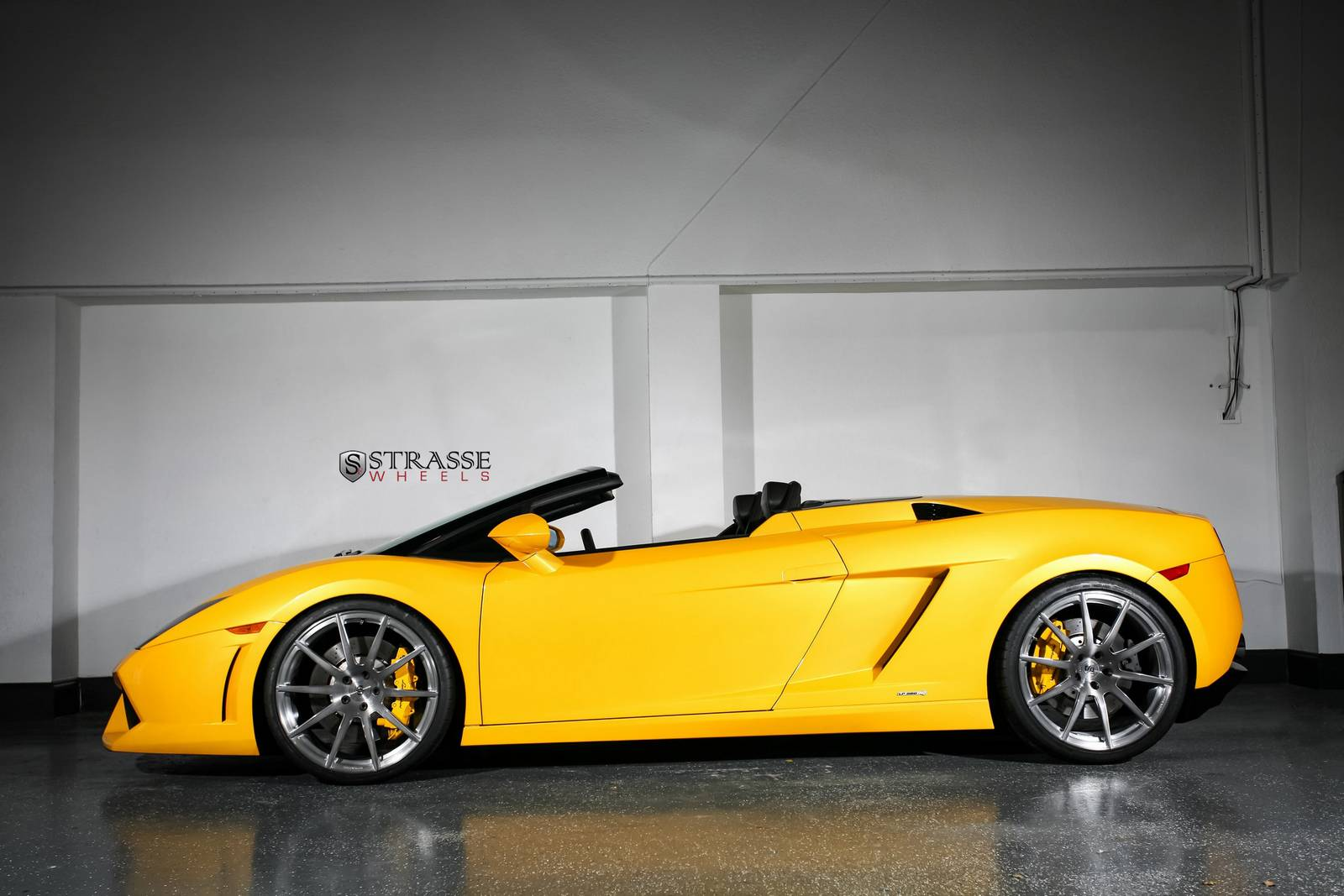 Lamborghini Gallardo LP560-4 Spyder на дисках Strasse Wheels