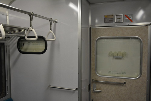 トンネル内の反射を防ぐためのカーテン