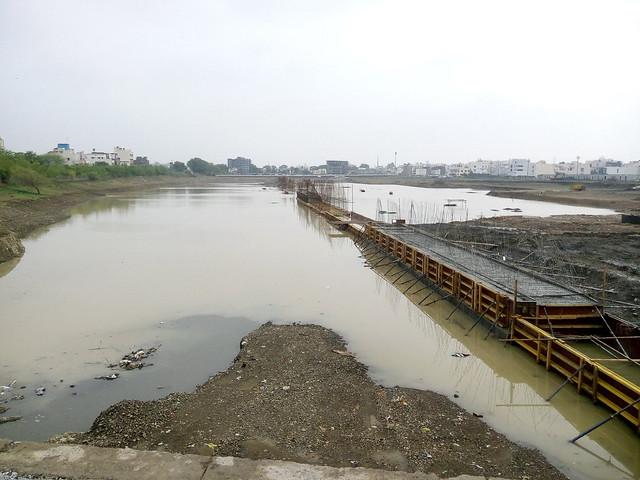 पीपल्याहाना तालाब में कोर्ट भवन का रुका हुआ काम