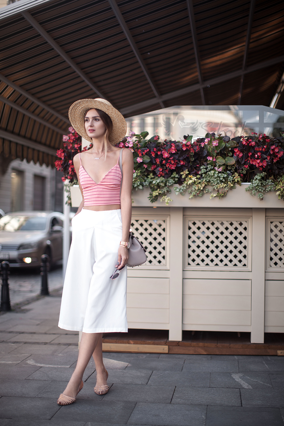 fashion-blogger-crop-top-hat-culottes-street-style