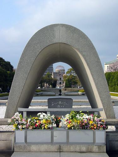 Cenotaph_Hiroshima[1]