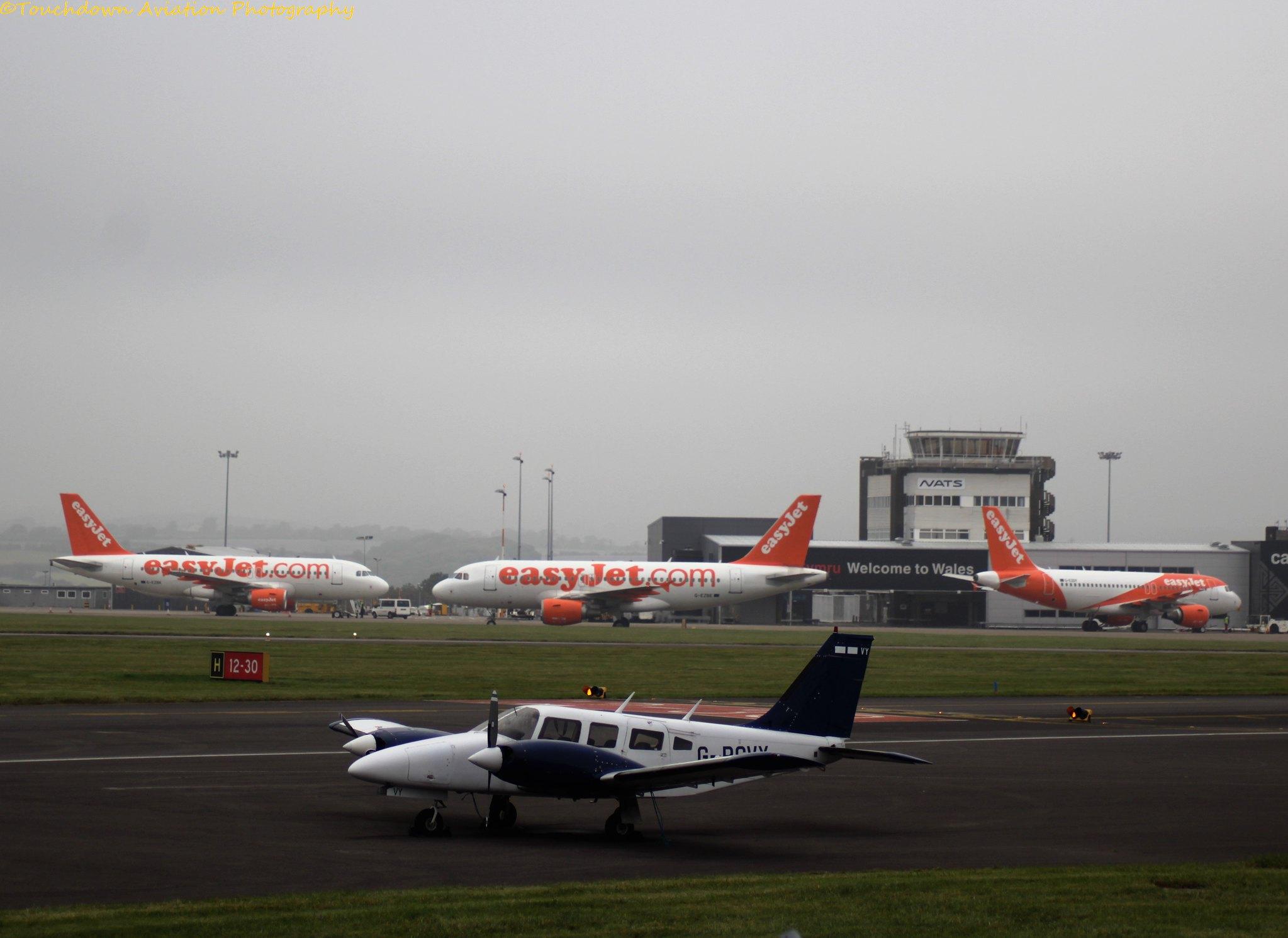 EasyJet Airbus A319 G-EZBK & G-EZBE & G-EZDY 22OCT16