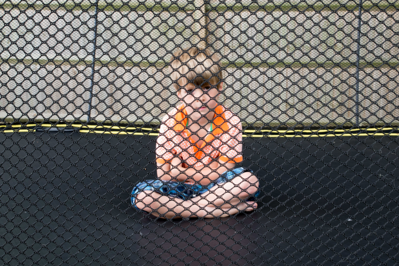 How to make a trampoline safety net vanish in photos