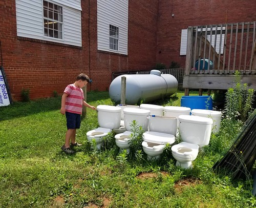 Thrifting in Weaverville. #thrifting #toilets #manytoilets #thrift #weaverville #wnc #whatswrongwiththesetoilets
