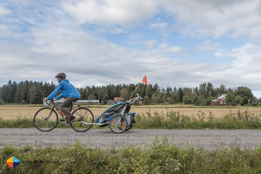 Cycling with the Thule Chariot CX2