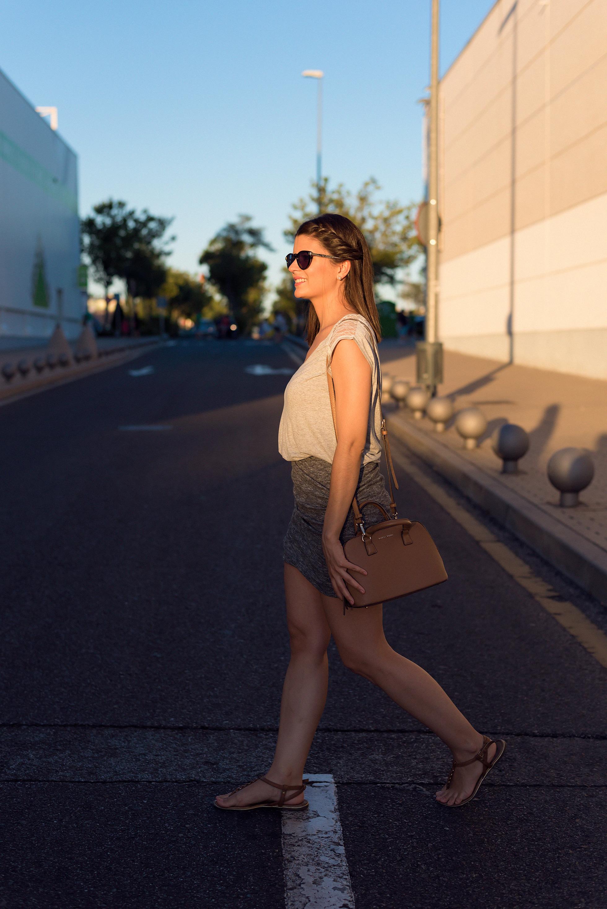 look casual con falda ajustada