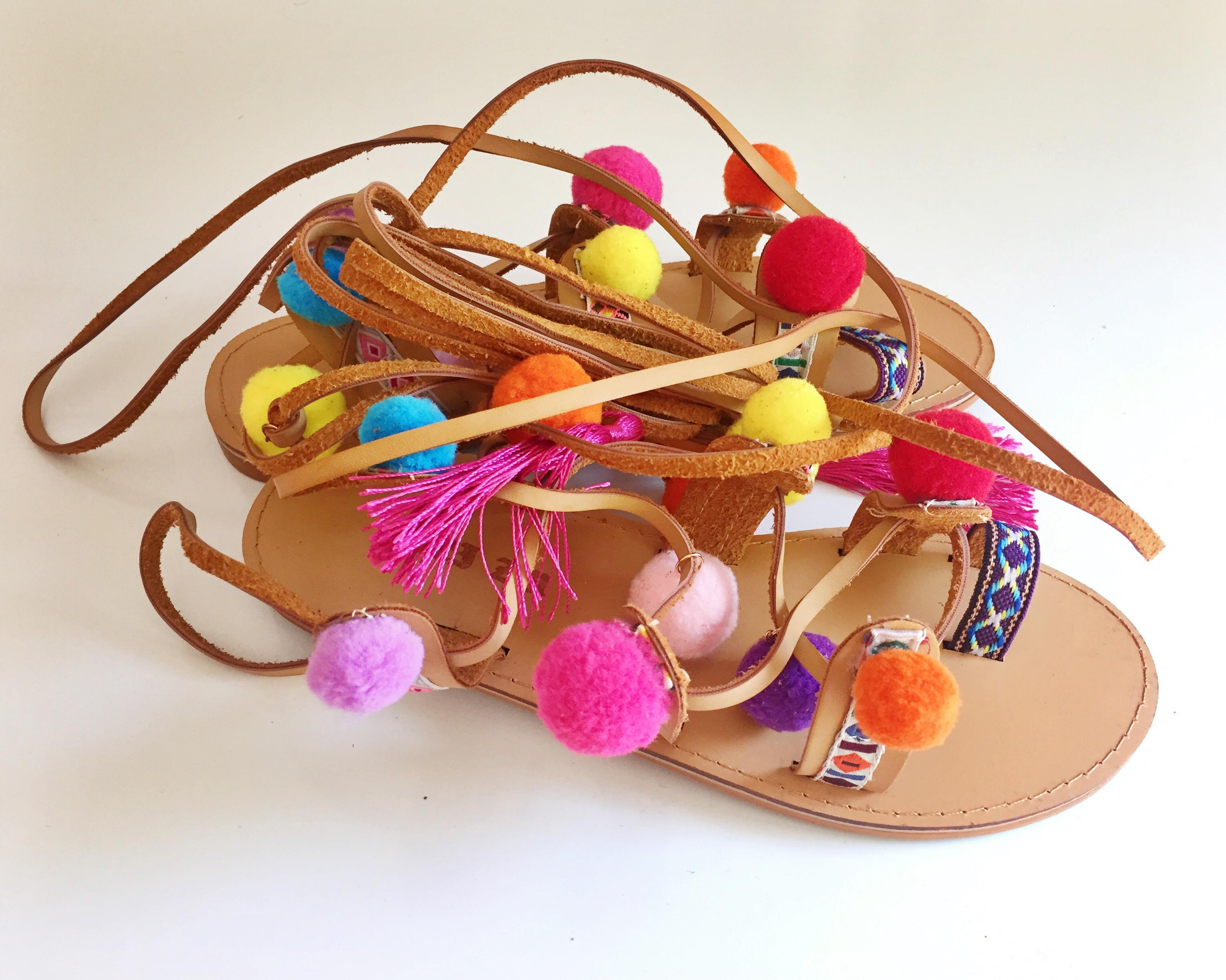 sandalias pompones