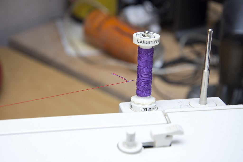 Sewing a bobbin stitch dart