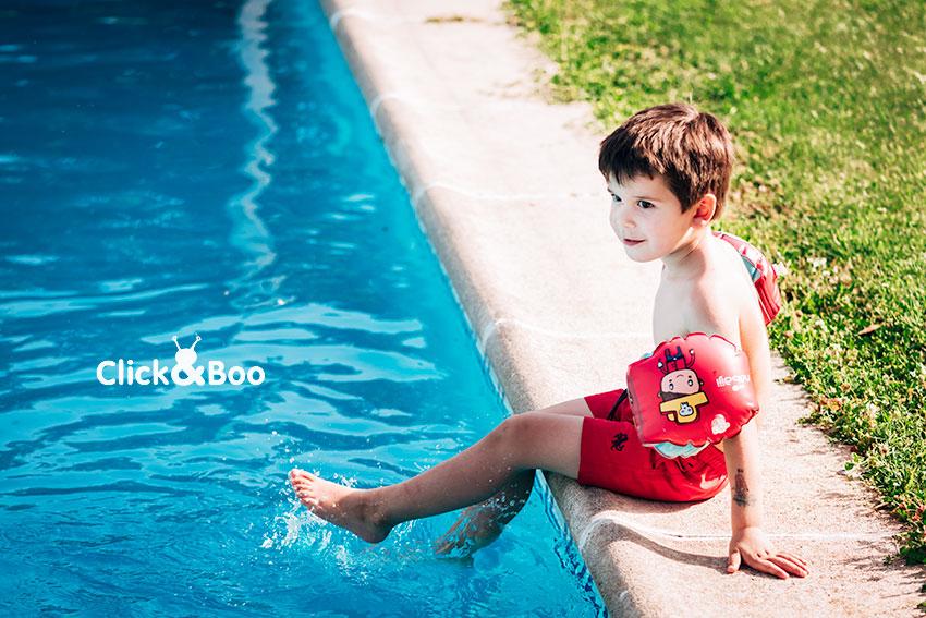 Guille en la piscina